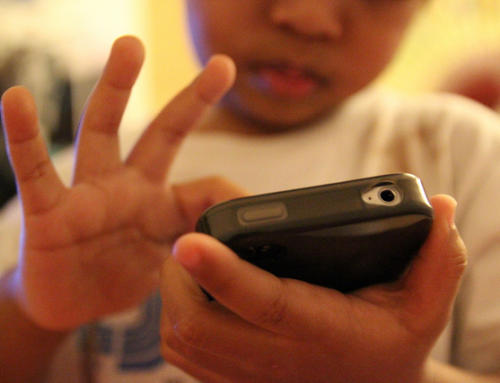 Raise Digital Age of Consent to 16, Say Experts
